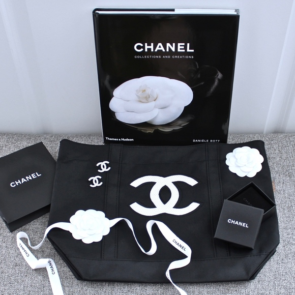 07459edab1b7 CHANEL Bags | New Vip Gift Large Black Totebag | Poshmark